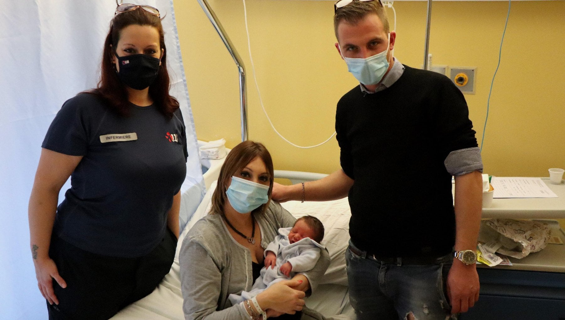 Papa fa nascere il figlio in 12 minuti di videochiamata FlagMe con linfermiera