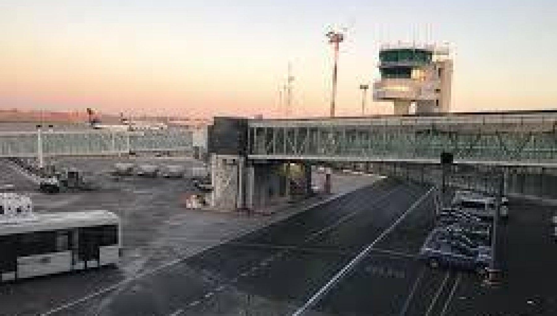 Passeggera rifiuta la mascherina e il volo per Catania torna indietro