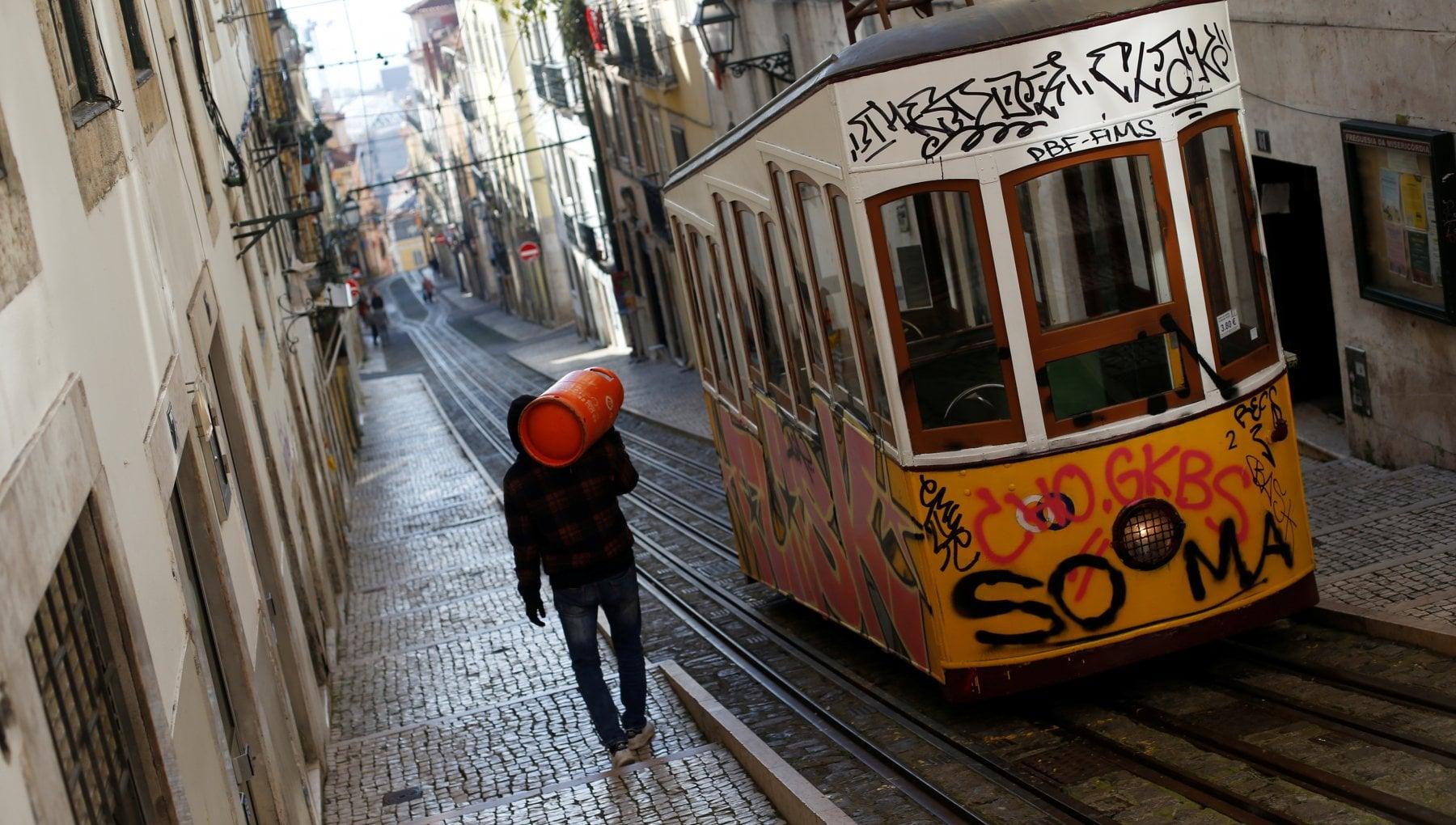 Portogallo miracolo svanito si torna al lockdown duro per frenare i contagi