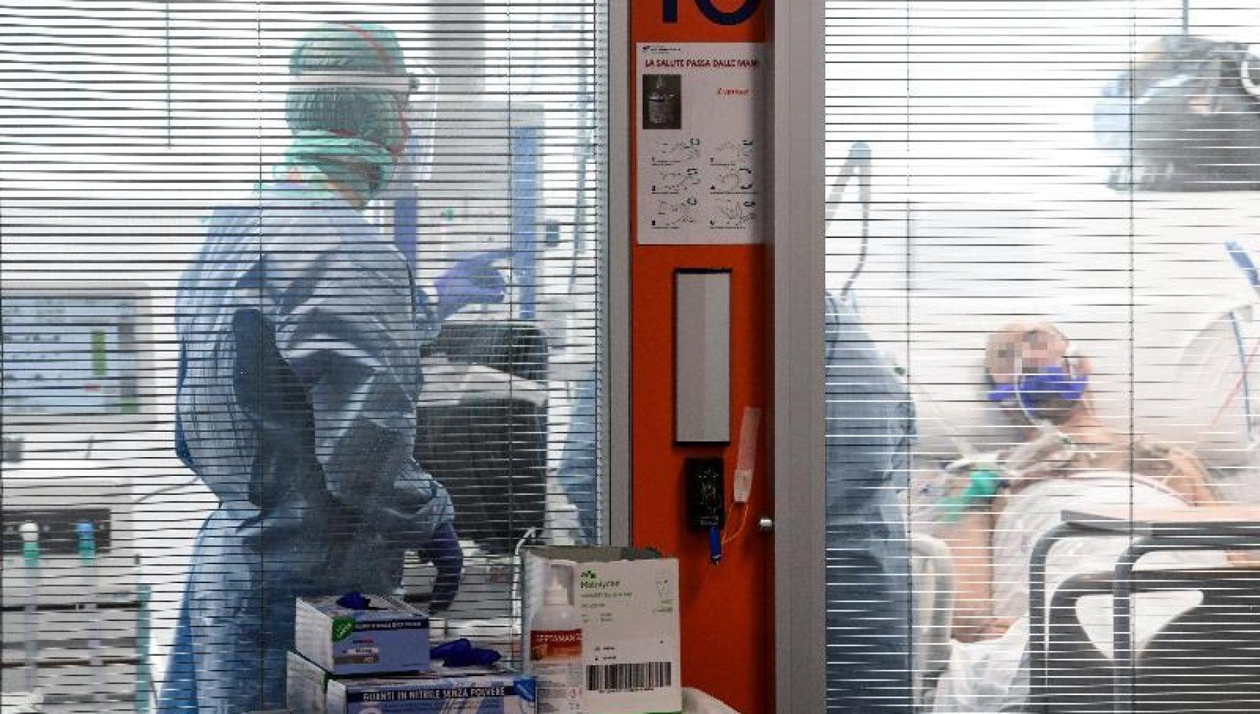 Provoco la morte di due pazienti affetti da coronavirus arrestato medico di un ospedale del Bresciano