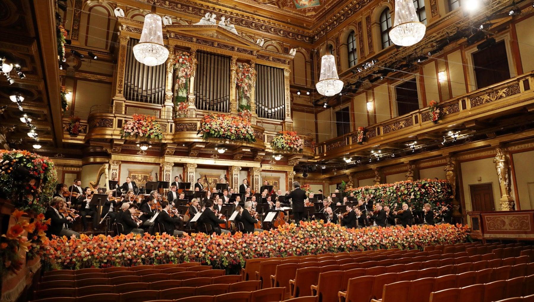 Riccardo Muti torna a Vienna applausi virtuali per il Concerto di Capodanno