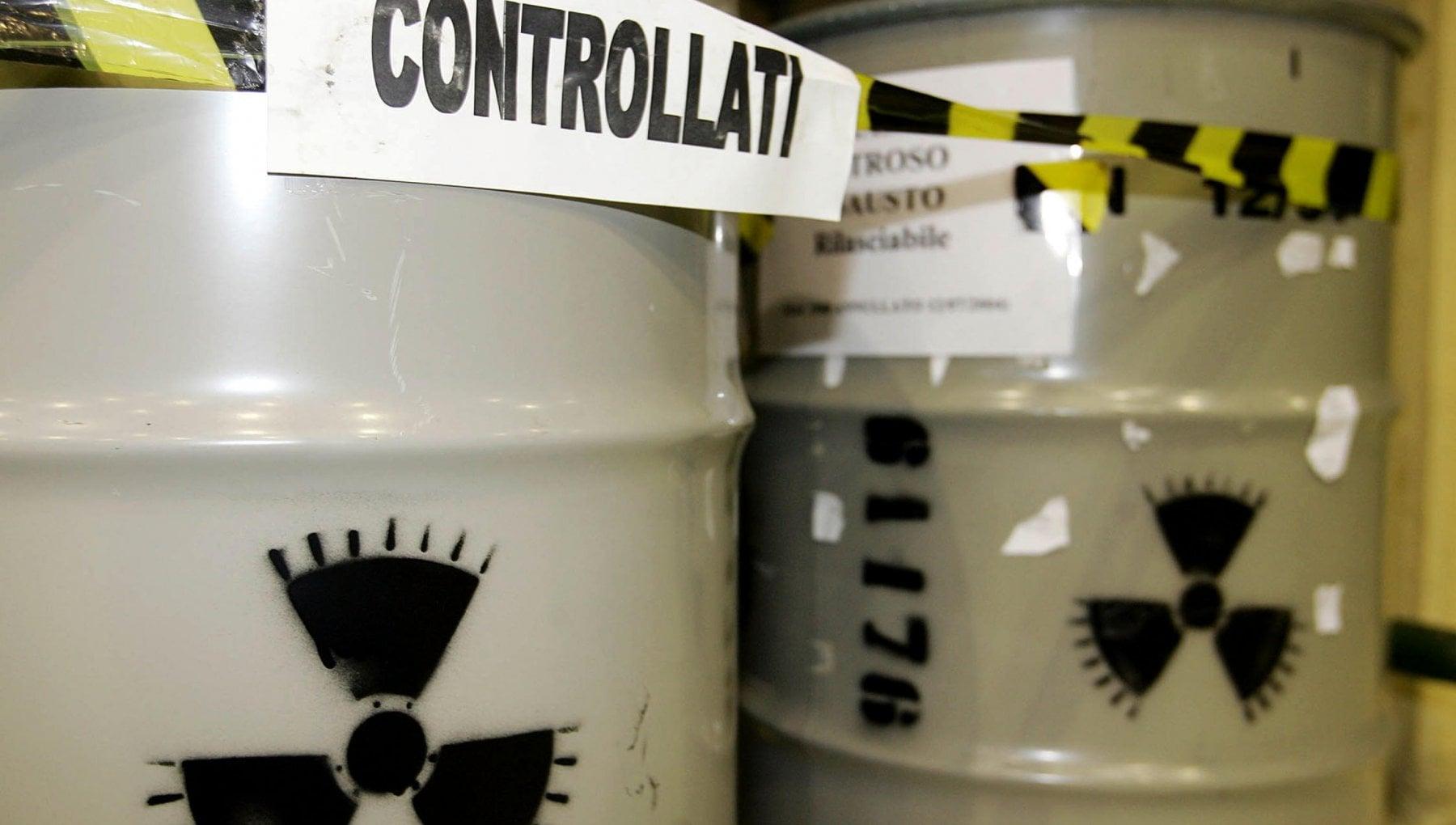 Rifiuti nucleari i comuni in rivolta. Ecco in quanto tempo si smaltiscono