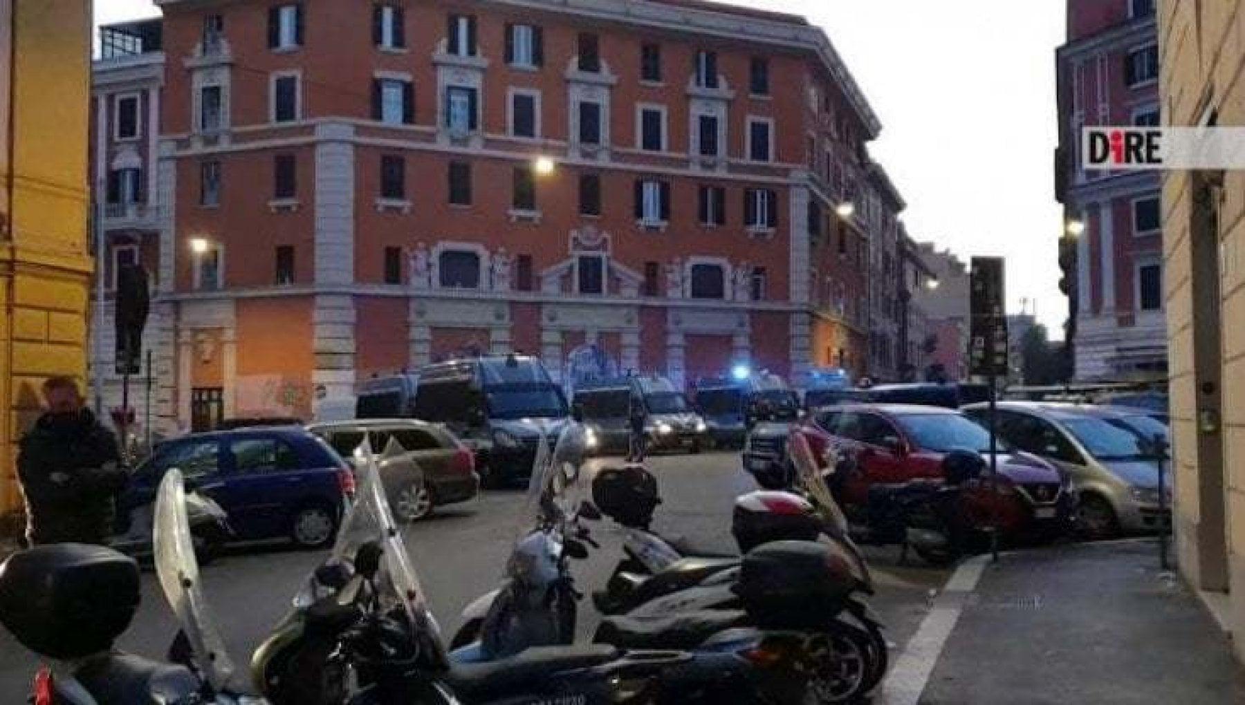 Roma occupazione ex cinema Palazzo il pm chiede sei mesi per 12 persone. Ci sono anche Sabina Guzzanti Alzetta e Miccoli