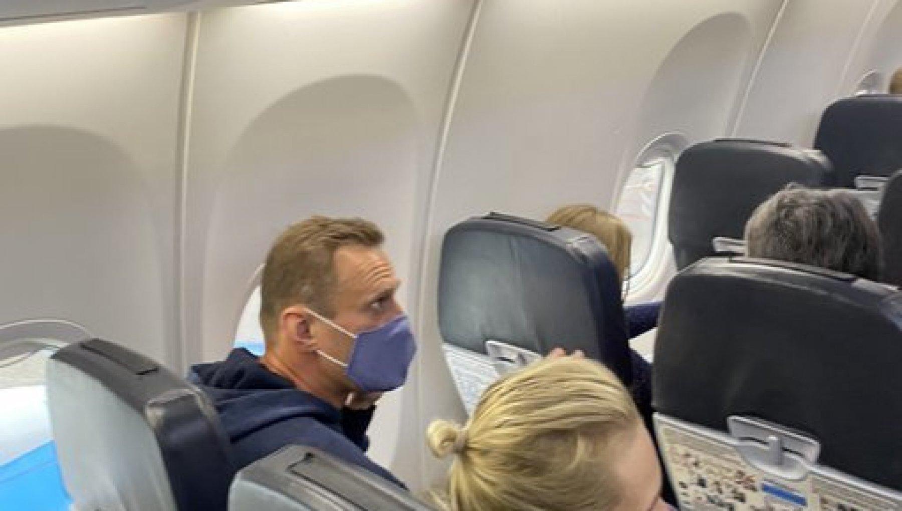 Russia Navalnyj in volo per Mosca lo aspetta la polizia. Gia arrestati i suoi sostenitori in aeroporto