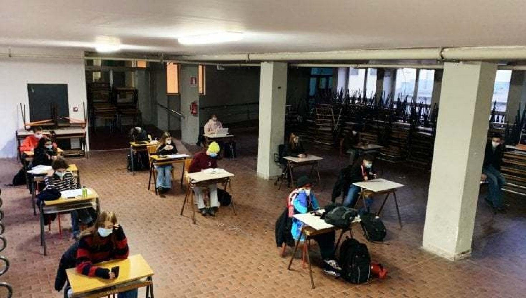 Scuola da lunedi altri trecentomila studenti di nuovo sui banchi
