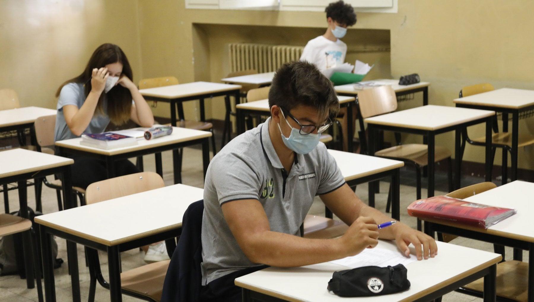 Scuola in Puglia didattica a distanza su richiesta per tutti dal 7 gennaio verso ordinanza anche per le superiori