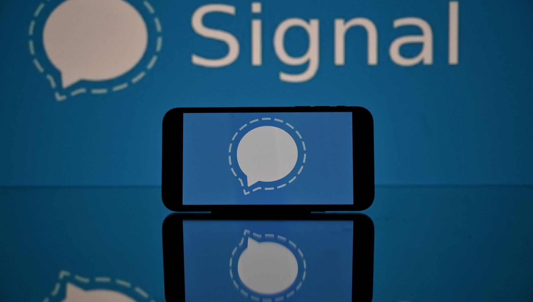 Signal lapp per chat che sfida WhatsApp privacy e trasparenza al primo posto