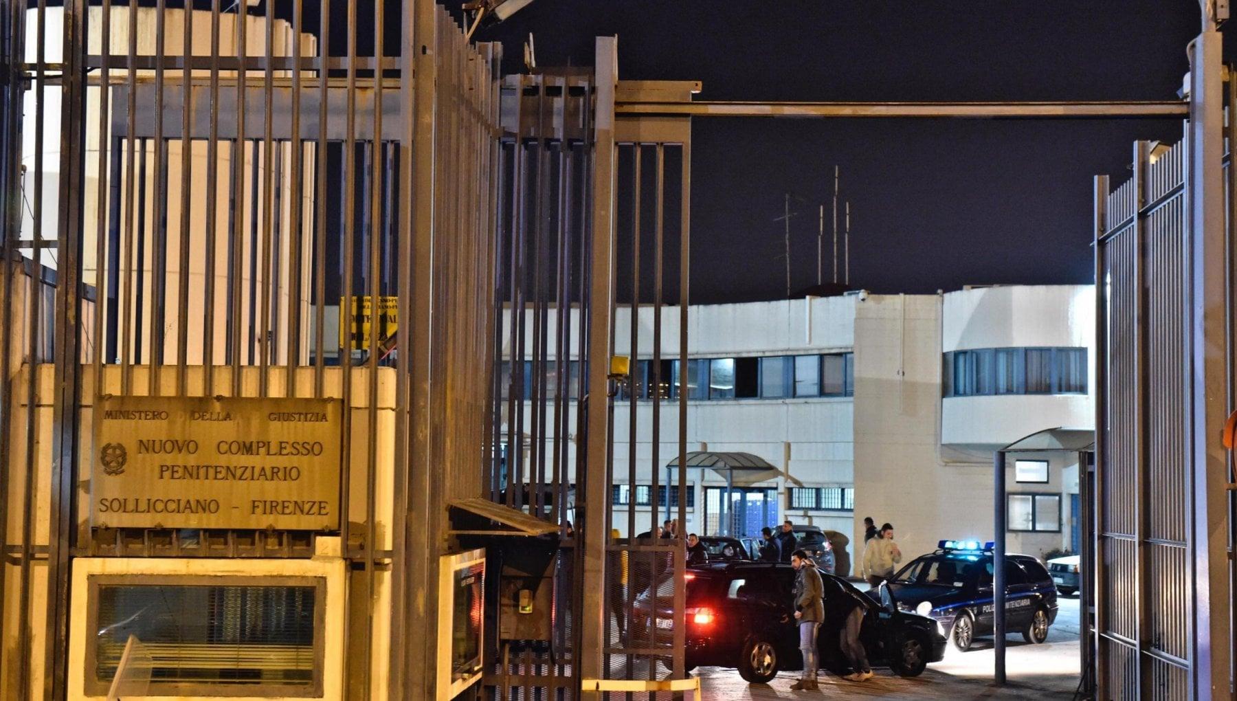 Sollicciano il carcere delle torture Botte dagli agenti e lispettrice rideva