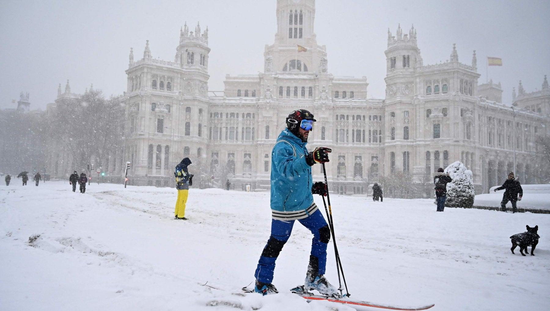 Spagna allerta rossa per la tempesta di neve Filomena la piu forte in 50 anni 3 morti