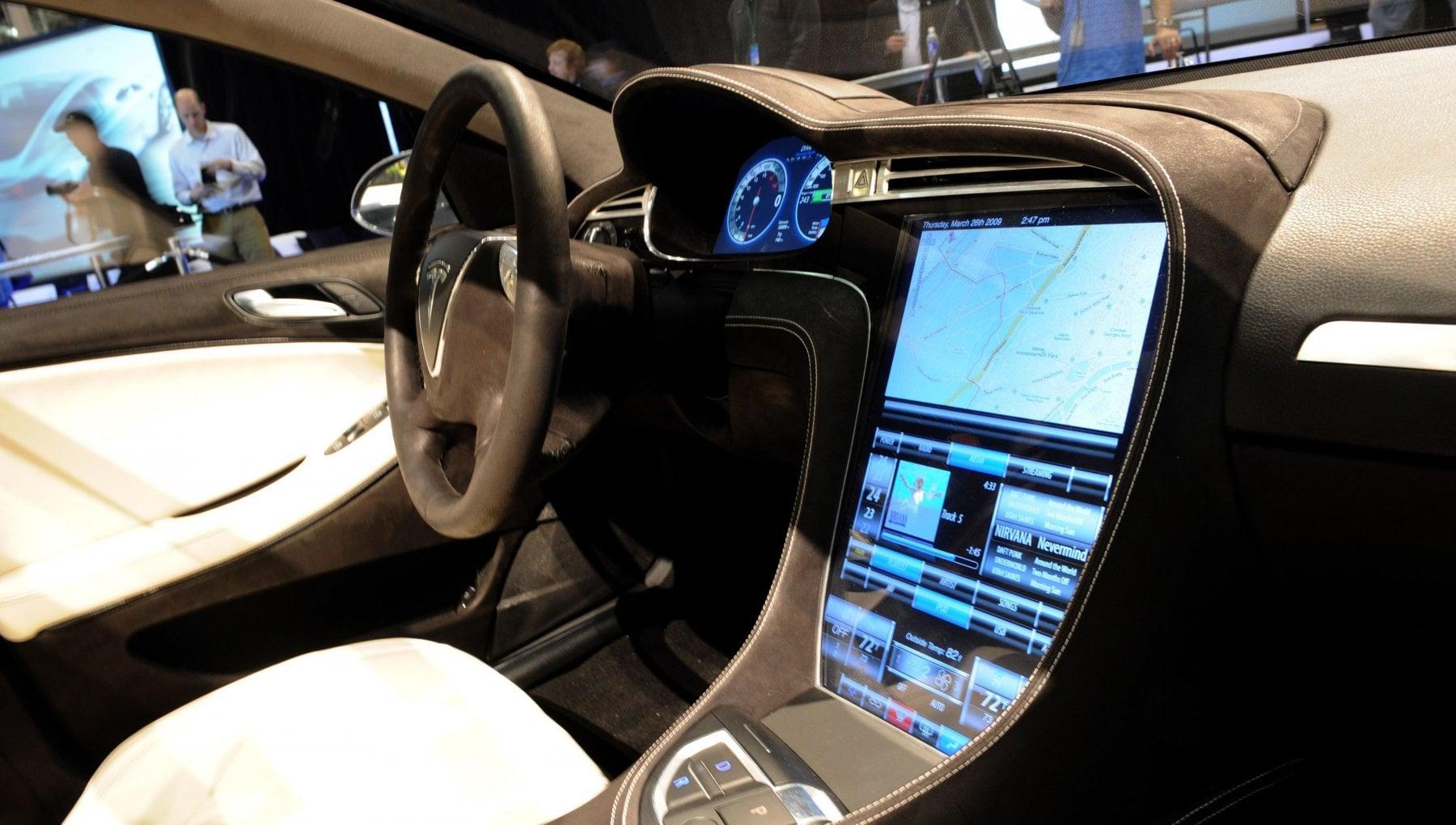 Stati Uniti Tesla deve richiamare 158 mila auto per problemi al computer di bordo