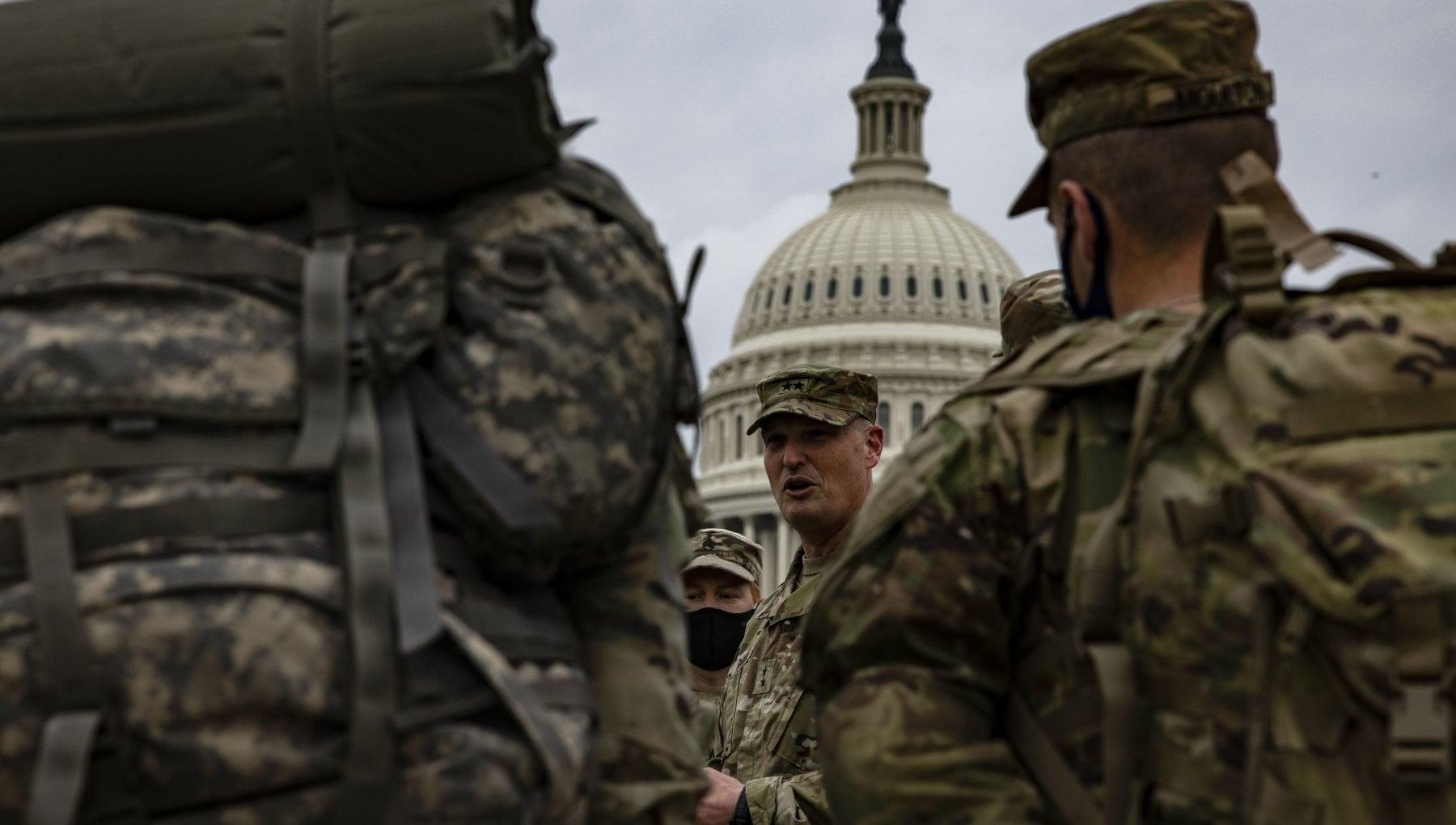 Stati Uniti per lInauguration Day schierati 25 mila militari. Trump non vedra Biden volera in Florida poco prima