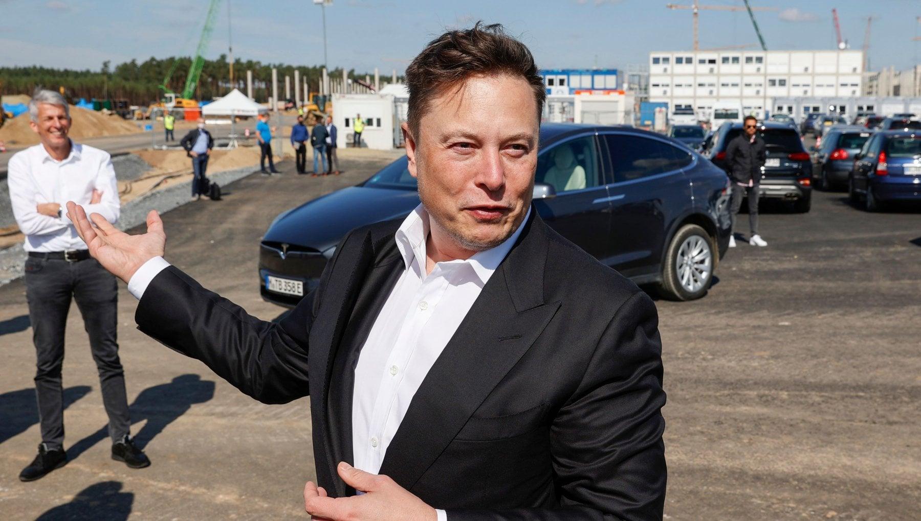 Tesla superstar Musk supera Bezos e diventa il piu ricco al mondo