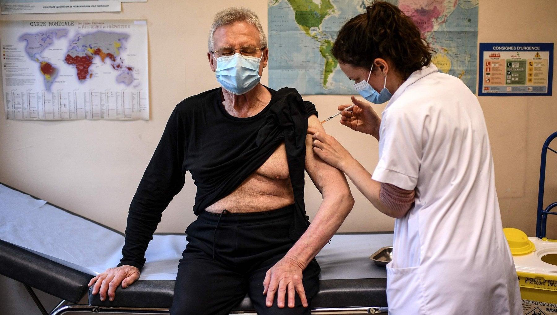 Trentino errore nella vaccinazione. A 12 sanitari iniettata semplice soluzione fisiologica
