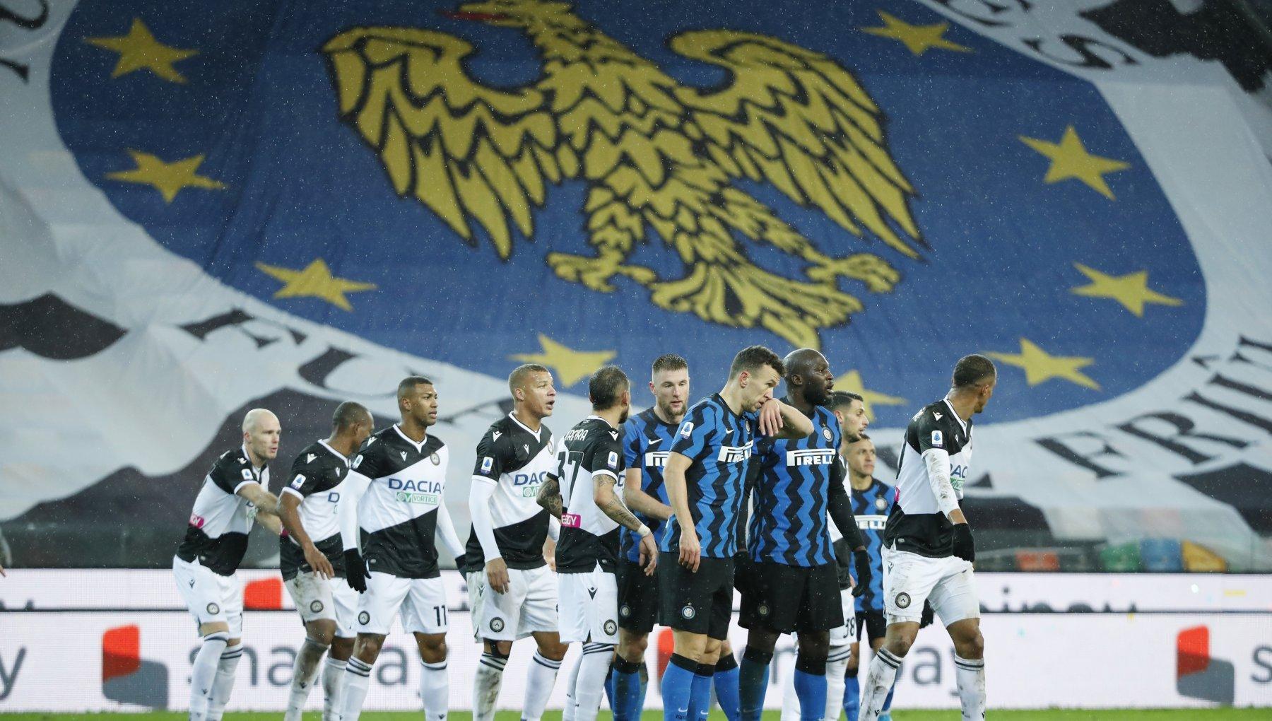 Udinese Inter 0 0 niente titolo dinverno per i nerazzurri. E Conte si infuria con larbitro