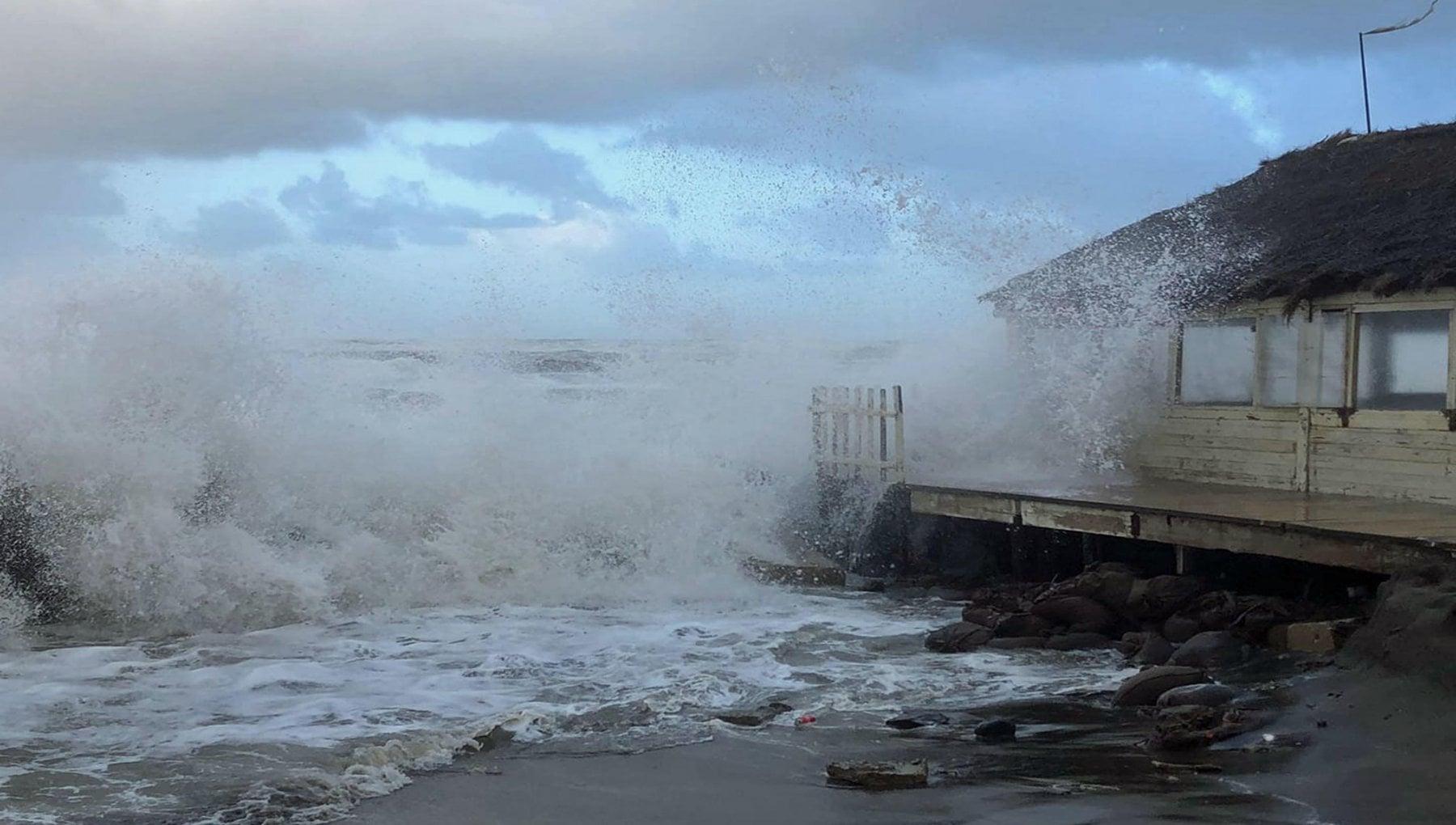 Un weekend con il ciclone venti di tempesta nubifragi e fiumi in piena. Allerta della Protezione civile