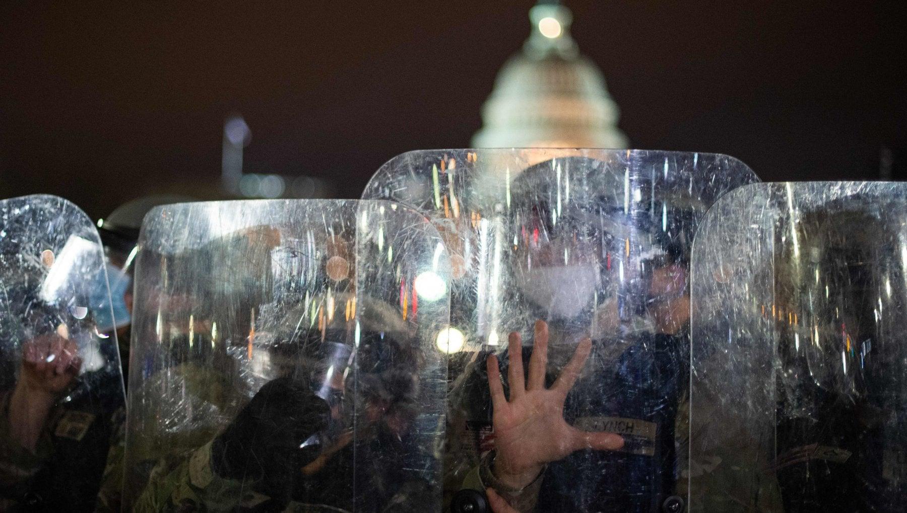Usa assalto al congresso. Riprendono i lavori. Senatori ribelli pronti ad abbandonare la sfida