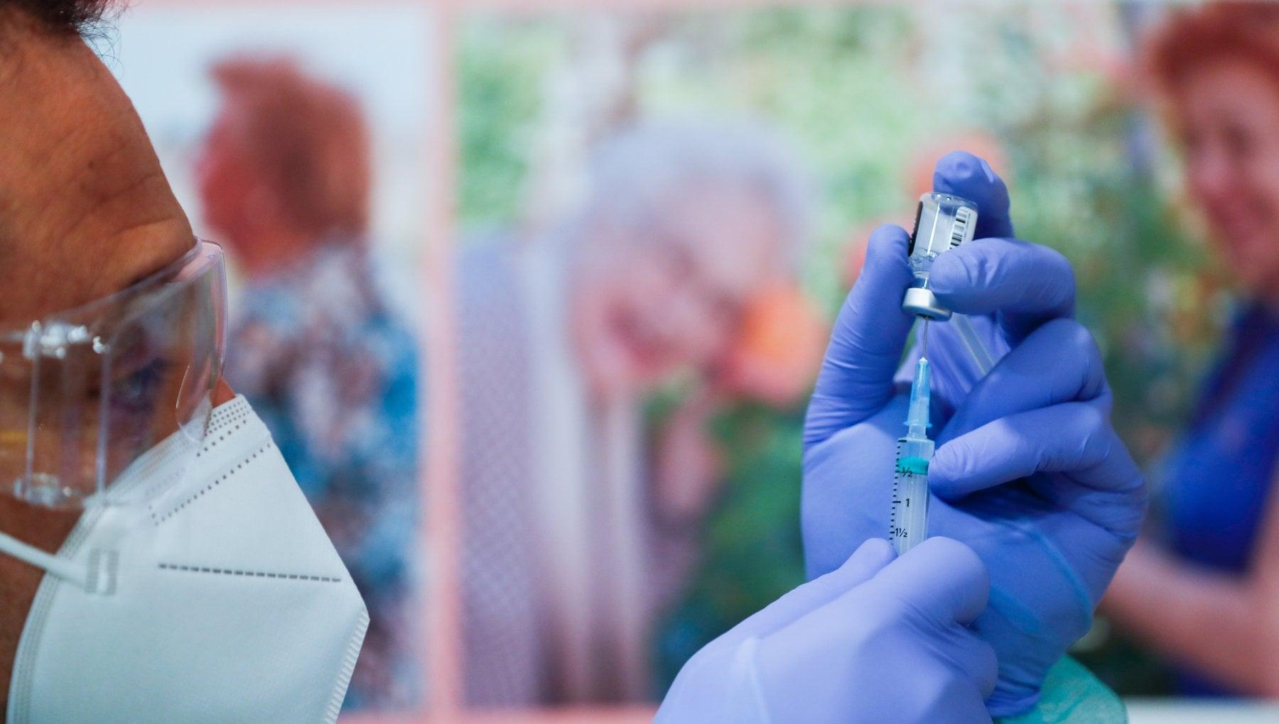 Vaccini lEuropa striglia le case produttrici vie legali per far rispettare i contratti